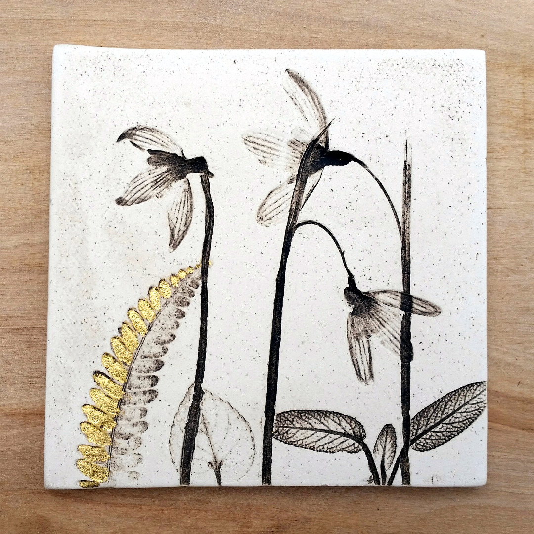10cm Snowdrop Tile With 24ct Gold Leaf